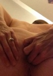 Married slut trying to fist her arse